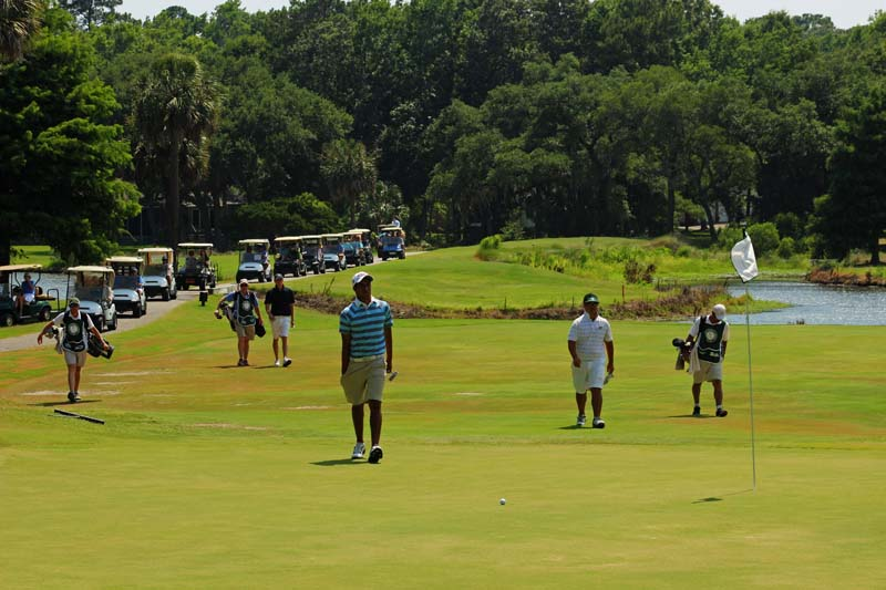 Rigel Fernandes approaches No. 17 green in final round